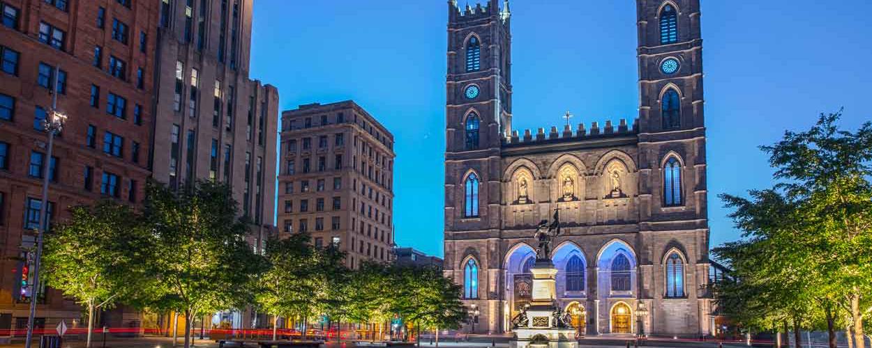 Basilique-Notre-Dame-de-nuit