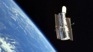 Le-téléscope-Hubble,observateur-de-l'univers,en-orbite-autour-de-la-Terre